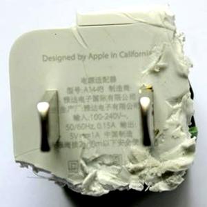 苹果官方:留心假冒充电器和电池