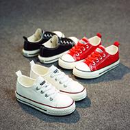 小美和儿童帆布鞋